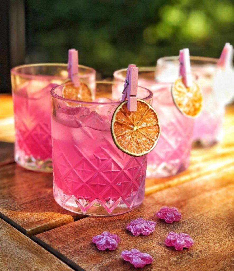 розов коктейл със сушен грейпфрут