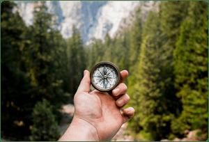 Ruka koyato durzhi kompas nasred gorata