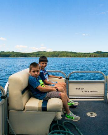 разходка с лодка уикенд за двама