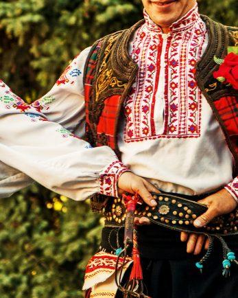 уроци по народни танци