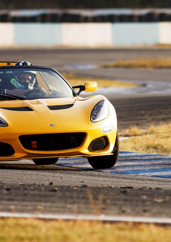 пилотиране на пистов автомобил lotus