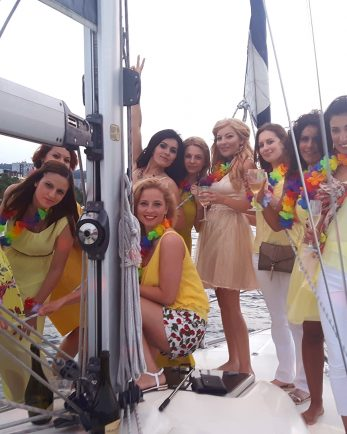 моминско парти на яхта