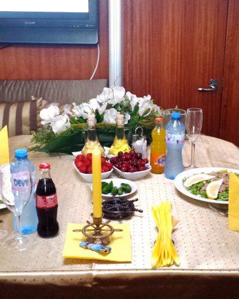 вечеря на яхта